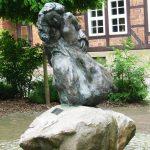 Die Alte Närrin I 1999 I Bronze I Höhe 170 cm I Hornburg