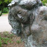 DETAIL: Die Alte Närrin I 1999 I Bronze I Höhe 170 cm I Hornburg