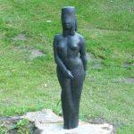 Stehende mit Schleier I 1985 I Bronze I Höhe 75 cm