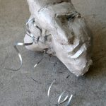 Abstrakte Form I 2009 I Stuckgips bemalt, Metall, Glas I 20 - 25 cm hoch